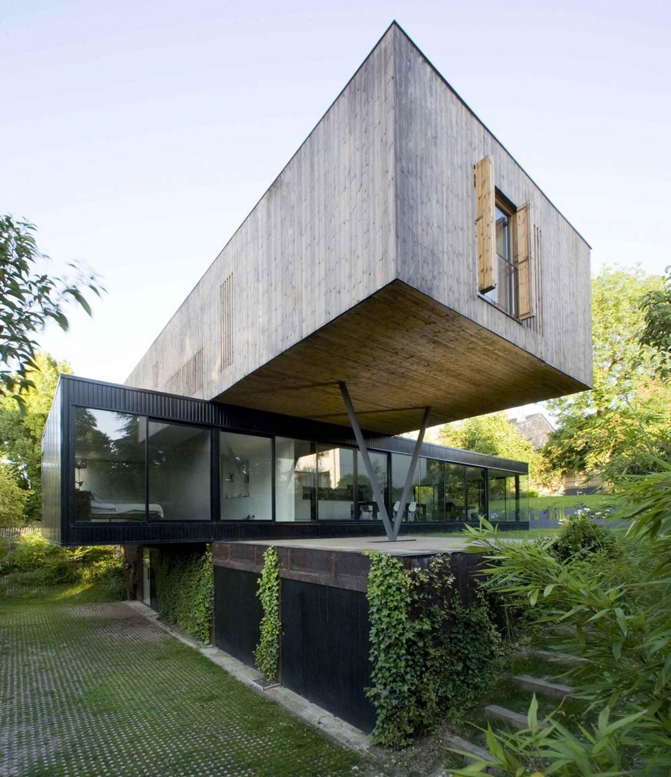 Contemporary Cantilever House Design by Paris Architects  aonthebox